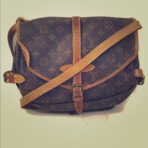♥️Authentic Louis Vuitton Saumur 30 Bag